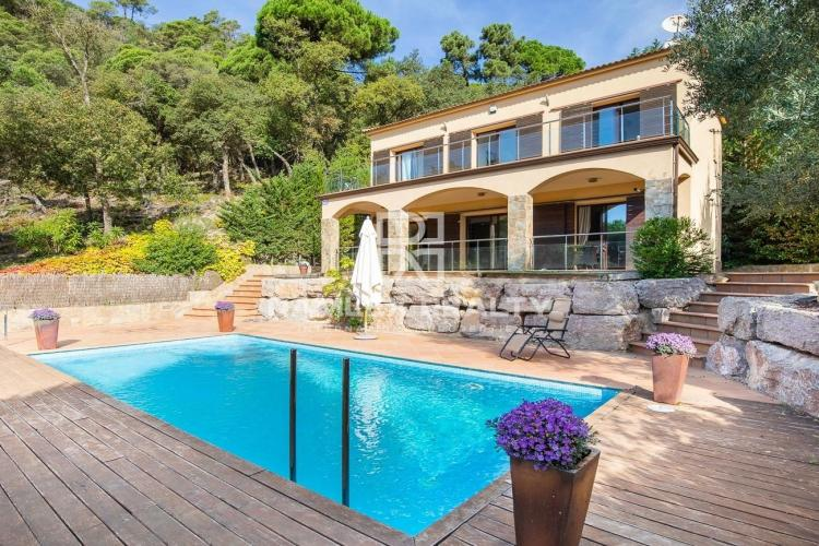 Villa with pool and sea views surrounded by pine forest