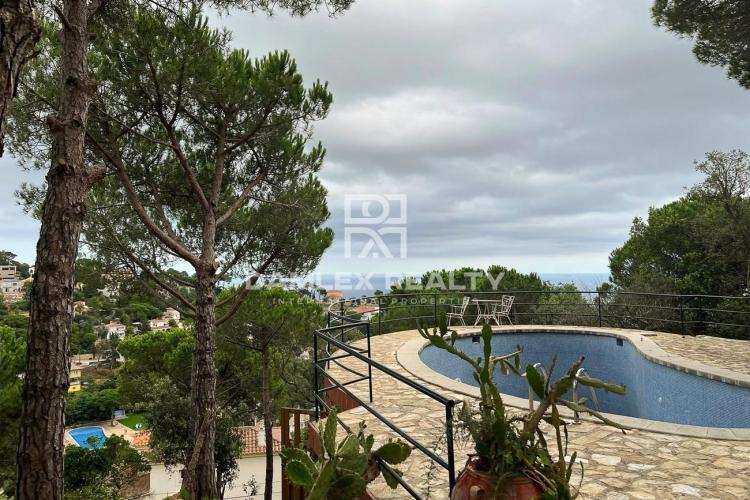 House for reconstruction with panoramic sea views, plot 1700 m2
