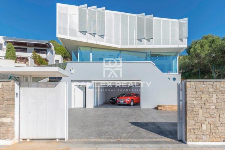 Luxury avant-garde design villa with sea views