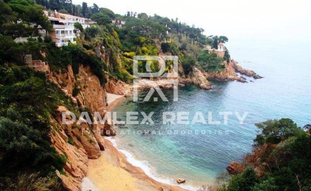 Exclusive Mansion in first sea line in Costa Brava
