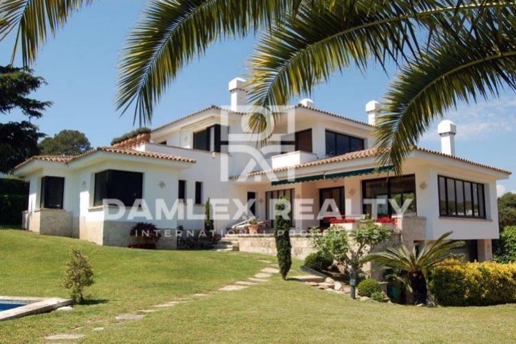 Costa Brava. Villa near the beach in S