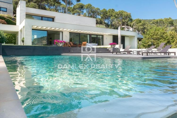 Costa Brava. Luxury villa on the sea front