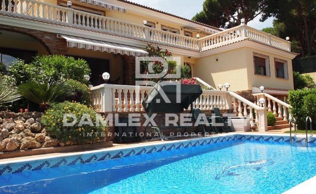 Luxury villa on the sea front in Costa Brava