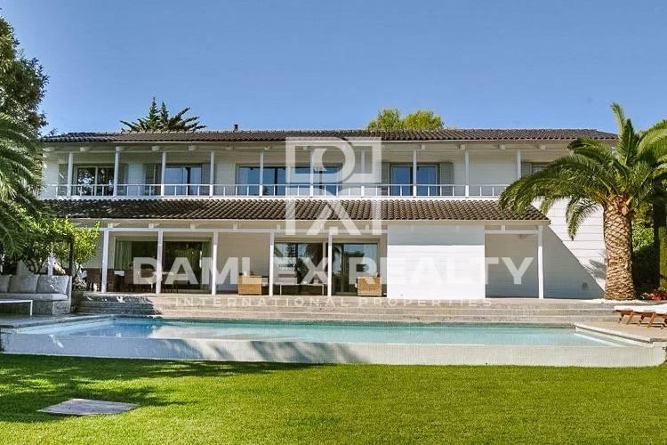 Beautiful villa in a gated community in Costa Brava